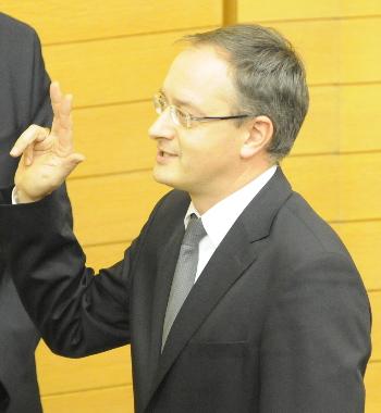 Kultusminister Andreas Stoch schwört den Baden-Württembergern den Amtseid